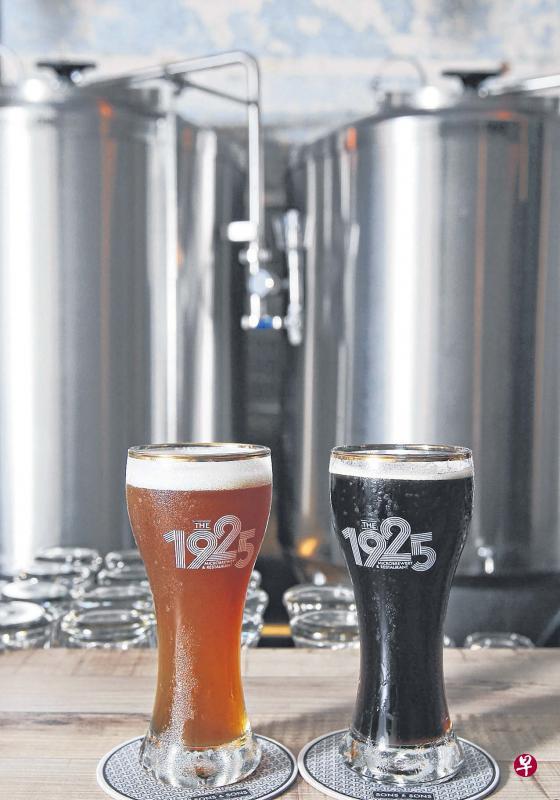 精酿啤酒通过手艺和创意酿出多样化口味,加上现酿现卖的新鲜感,广受年轻人欢迎。(曾坤顺摄)